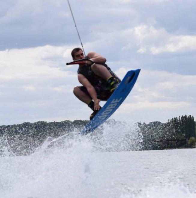 wakeboard Seine et Marne Club Nautique de Chartrettes à 50 kms de Paris