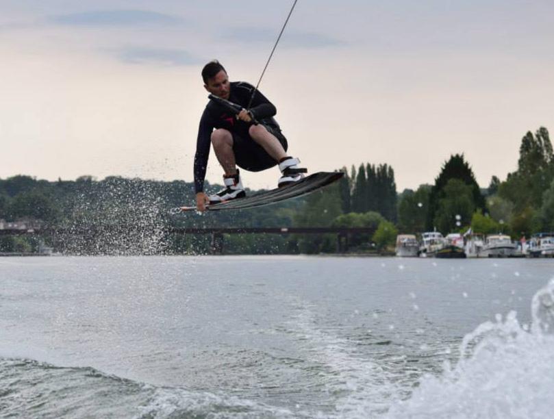 wakeboard Seine et Marne près de Melun et Fontainebleau Club Nautique de Chartrettes